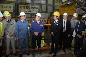 博多駅前の陥没事故現場を視察